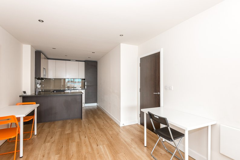 2 bedroom(s) apartment to sale in Claremont House, Aerodrome Road, Beaufort Park, Colindale-image 3
