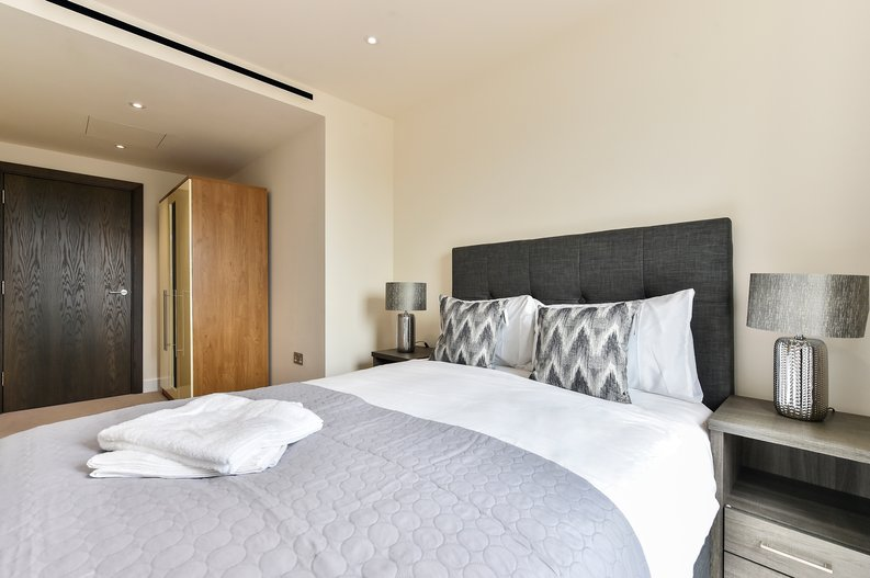 3 bedroom(s) apartment to sale in Golding House, Beaufort Square, Colindale-image 7
