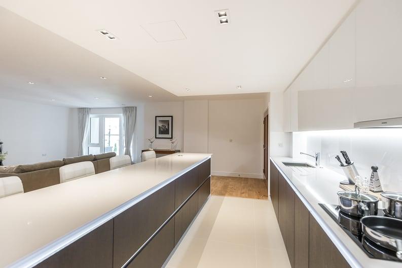 2 bedroom(s) apartment to sale in Rothschild House, Kew Bridge Road, Kew, Brentford-image 5