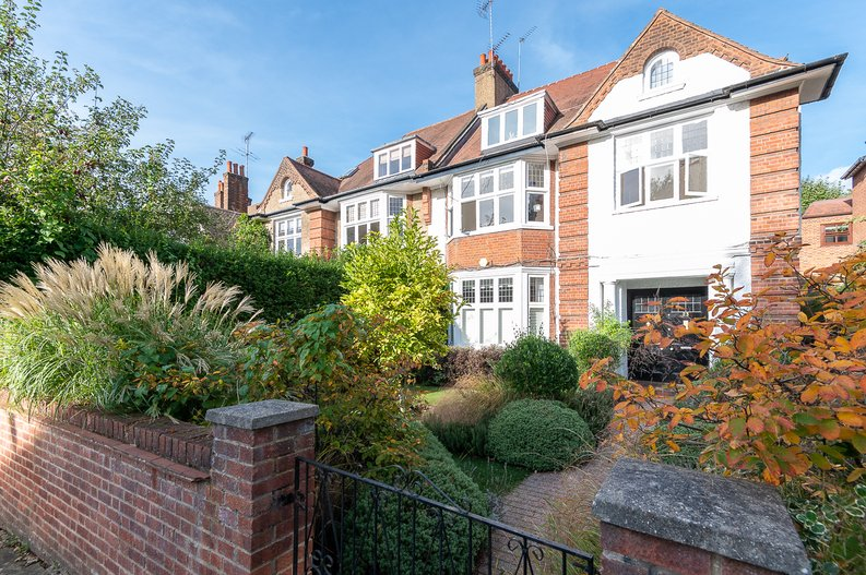 2 bedroom(s) apartment to sale in Hollycroft Avenue, Hampstead, London-image 1