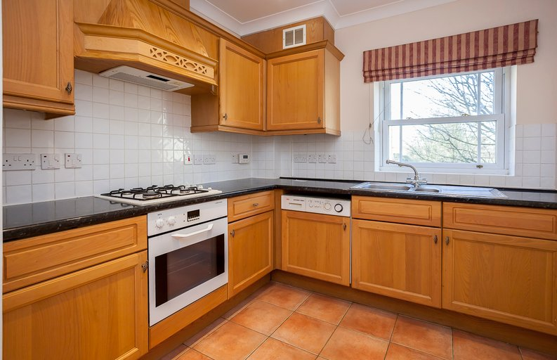 2 bedroom(s) apartment to sale in Trinity Church Road, London-image 4