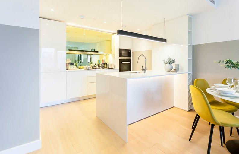 2 bedroom(s) apartment to sale in Fountain Park Way, London-image 2