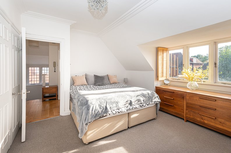 2 bedroom(s) apartment to sale in Hollycroft Avenue, Hampstead, London-image 7