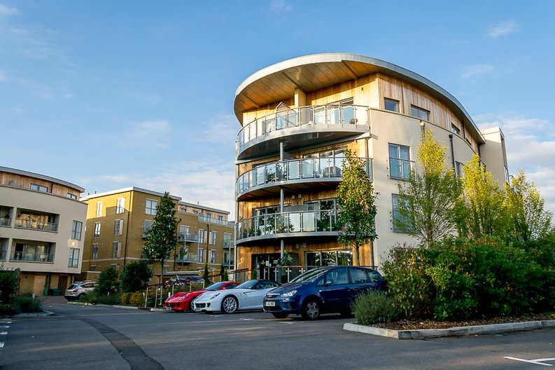 1 bedroom(s) apartment to sale in Braham Court, Blagrove Road, Greater London, Teddington-image 8