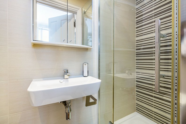 3 bedroom(s) apartment to sale in The Green, Surrey, Richmond-image 10