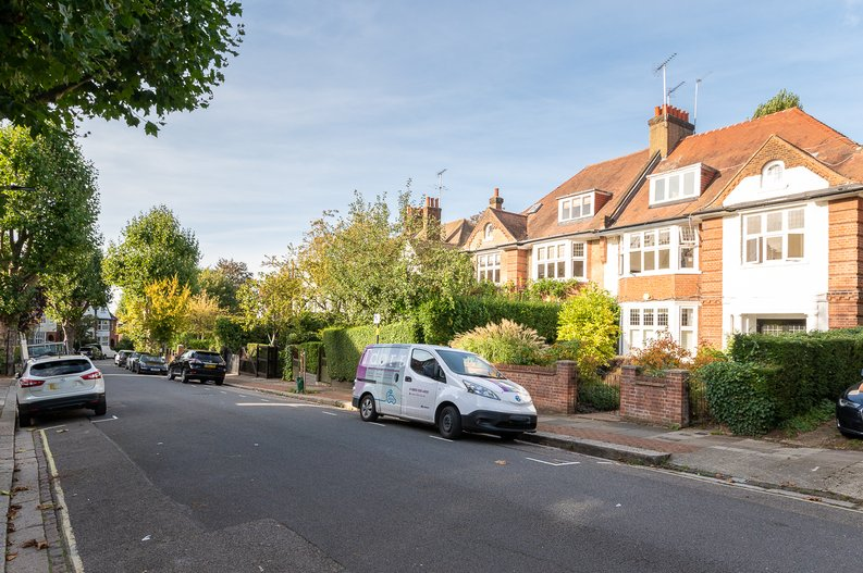 2 bedroom(s) apartment to sale in Hollycroft Avenue, Hampstead, London-image 19