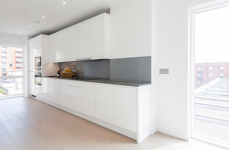2 bedroom(s) apartment to sale in Maple House, 45 Lismore Boulevard, London-image 4