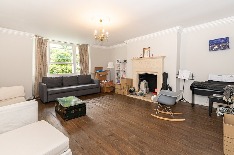 2 bedroom(s) apartment to sale in Thurlow Road, Hampstead, London-image 4