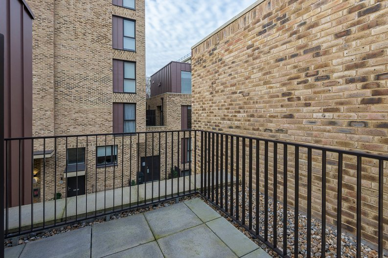 3 bedroom(s) house to sale in Hand Axe Yard, Kings Cross, London-image 5