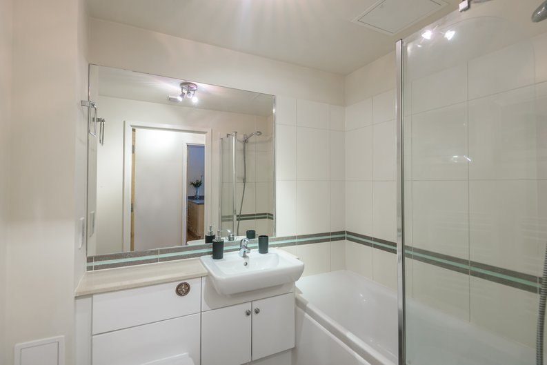 1 bedroom(s) to sale in Boulevard Drive, London-image 4