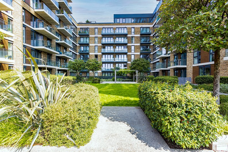 2 bedroom(s) apartment to sale in Victory Parade, Woolwich, London-image 15