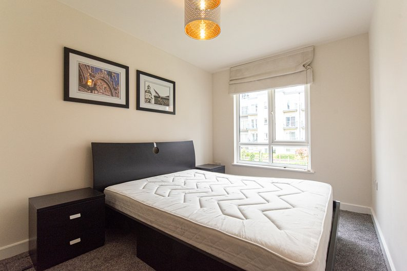 1 bedroom(s) apartment to sale in Heritage Avenue, London-image 7