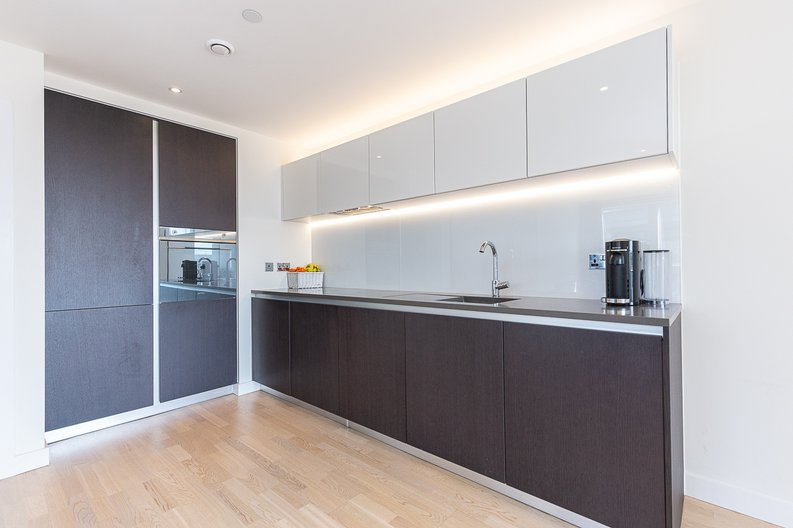2 bedroom(s) apartment to sale in Hyperion Tower, Pump House Crescent, Greater London, Brentford-image 4