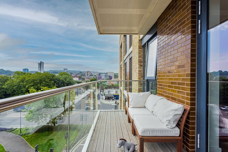 2 bedroom(s) apartment to sale in Victory Parade, Woolwich, London-image 8