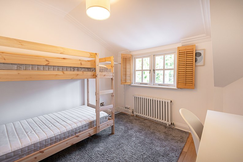 2 bedroom(s) apartment to sale in Hollycroft Avenue, Hampstead, London-image 9