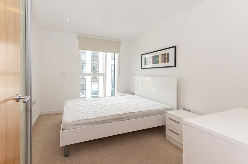 1 bedroom(s) apartment to sale in Waterside Apartments, Goodchild Road, London-image 4