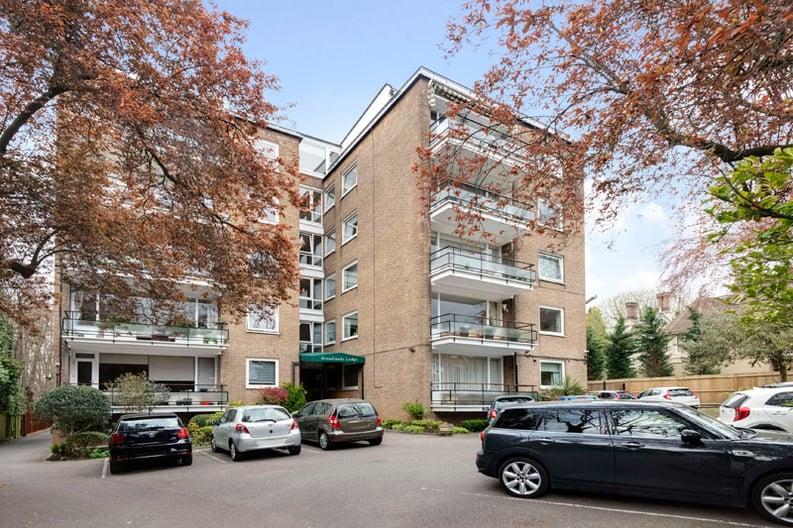2 bedroom(s) apartment to sale in Broadlands Lodge, Broadlands Road, Highgate, London-image 5