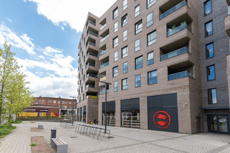 2 bedroom(s) apartment to sale in Eastern Point, Edgware Road, London-image 21