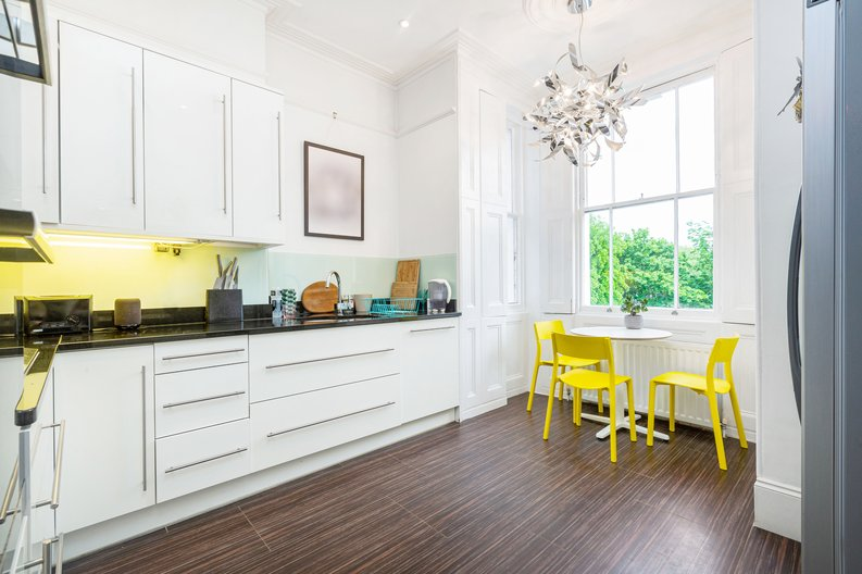 3 bedroom(s) apartment to sale in The Green, Surrey, Richmond-image 4