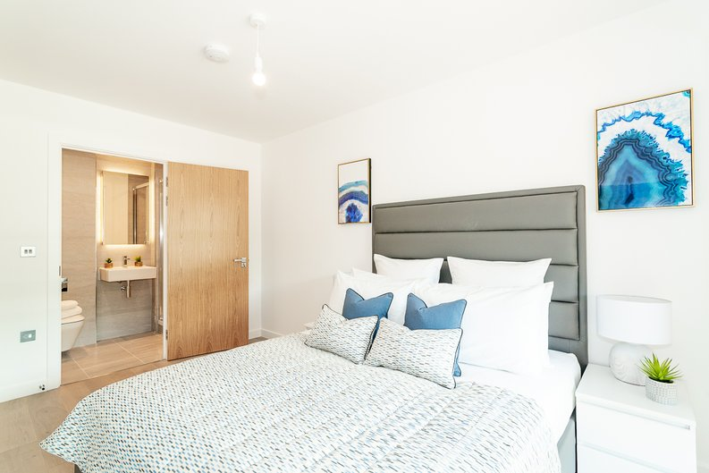 2 bedroom(s) apartment to sale in Thonrey Close, Colindale Gardens, Colindale-image 6
