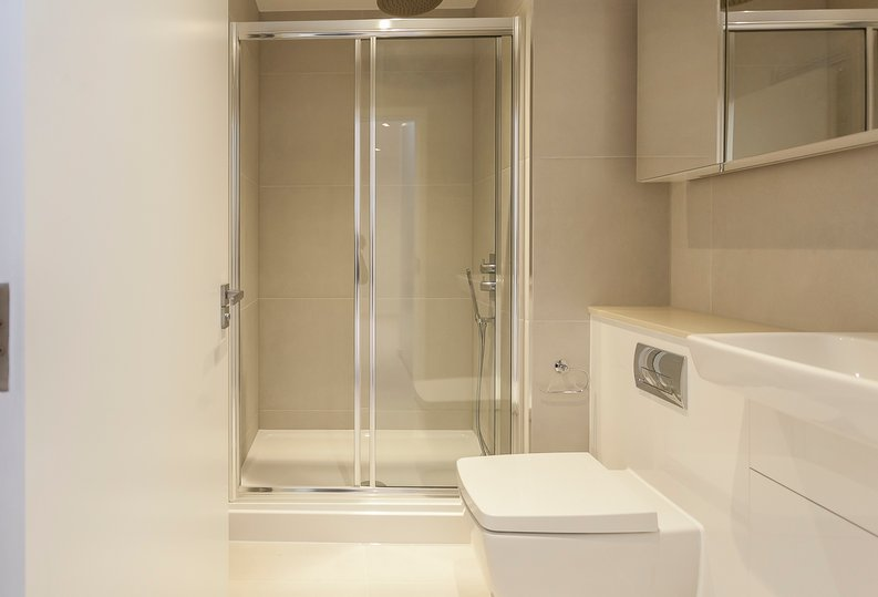 2 bedroom(s) apartment to sale in Collins Building, Wilkinson Close, Cricklewood-image 5