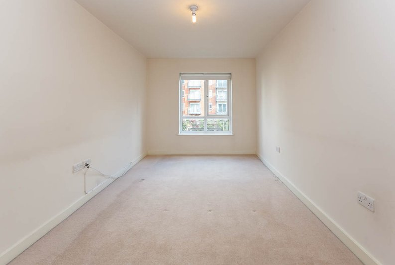 2 bedroom(s) apartment to sale in East Drive, Colindale, London-image 8