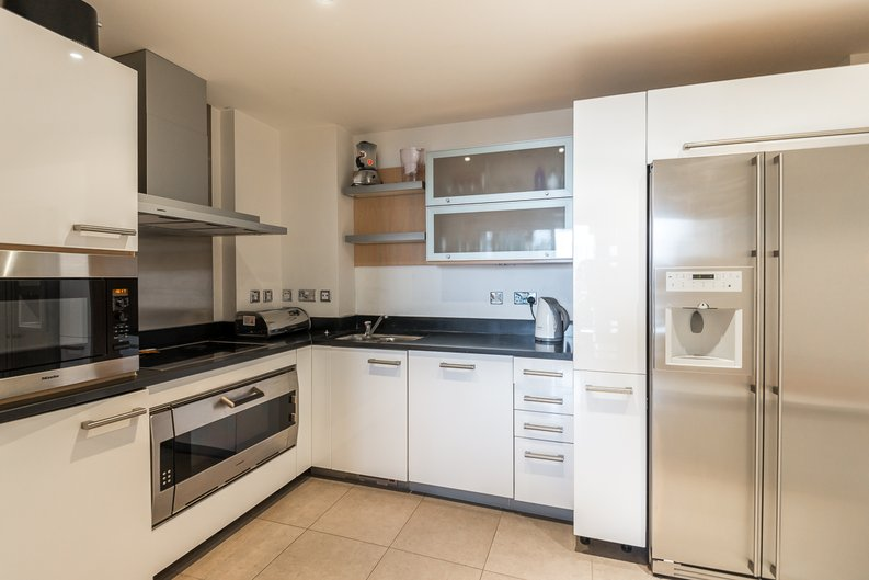 3 bedroom(s) apartment to sale in Courtyard House, Lensbury Avenue, Fulham-image 2