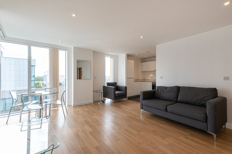 2 bedroom(s) apartment to sale in Goodchild Road, Woodberry Down, London-image 6