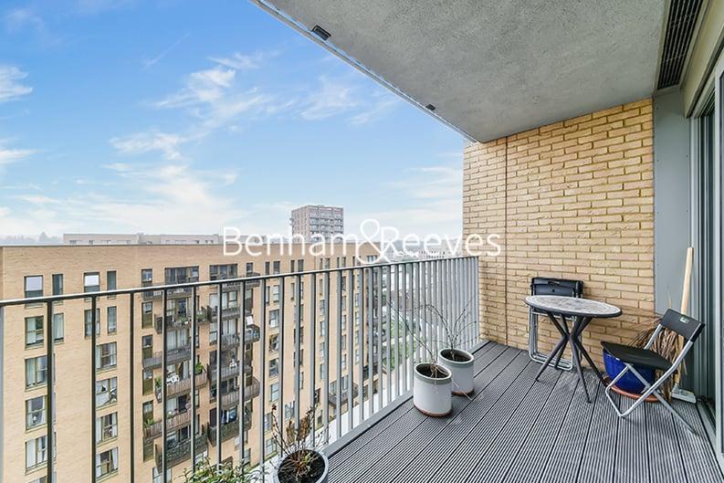 2 bedroom(s) apartment to sale in Moorhen Drive, Hendon, London-image 5