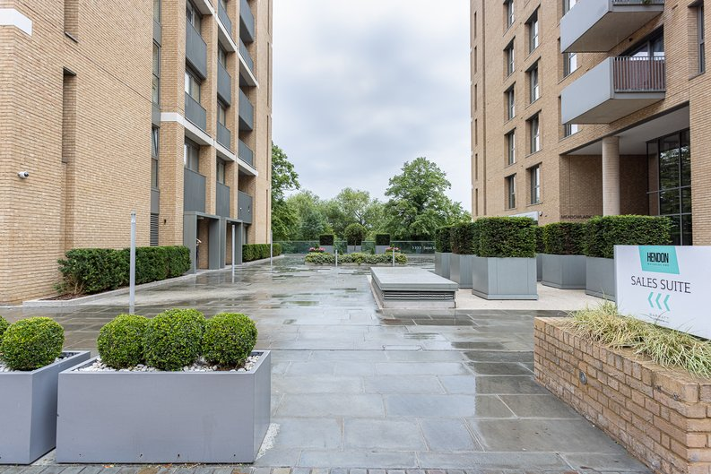 1 bedroom(s) apartment to sale in Moorhen Drive, London-image 14
