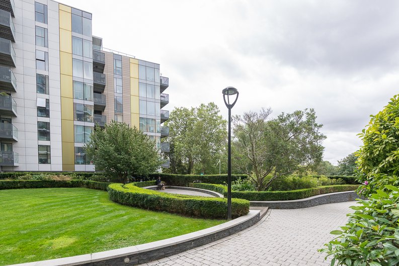 2 bedroom(s) apartment to sale in Goodchild Road, Woodberry Down, London-image 17
