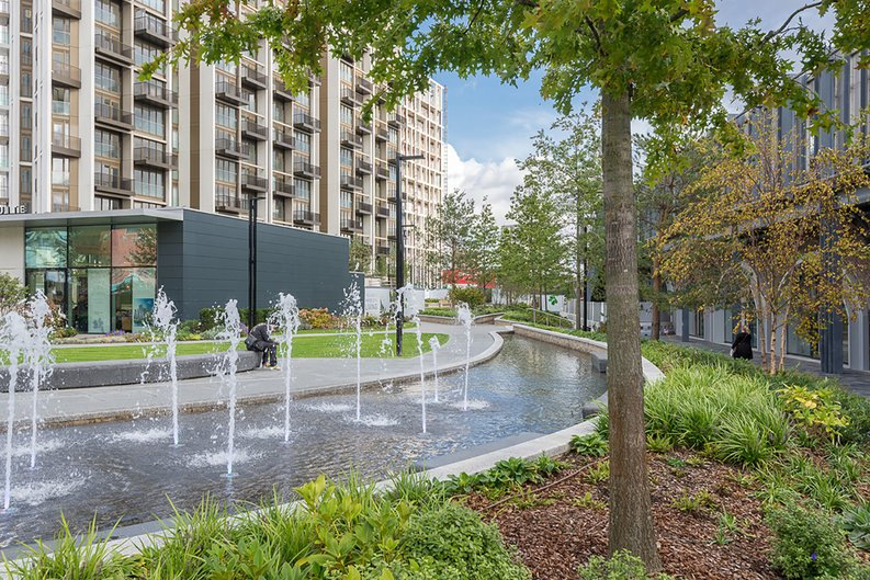 2 bedroom(s) apartment to sale in Fountain Park Way, White City, London-image 18