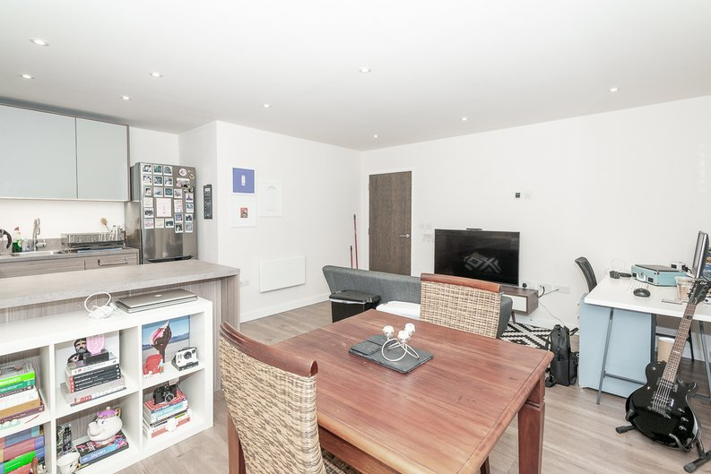 1 bedroom(s) apartment to sale in Goldhawk House, 10 Beaufort Square, London-image 2