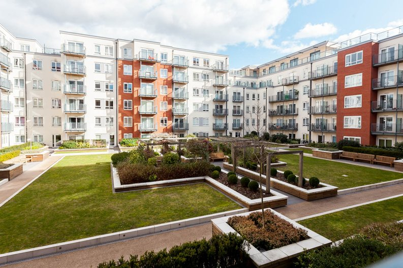 2 bedroom(s) apartment to sale in East Drive, Colindale, London-image 9