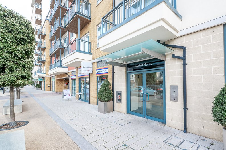 1 bedroom(s) apartment to sale in Heritage Avenue, Colindale, London-image 13