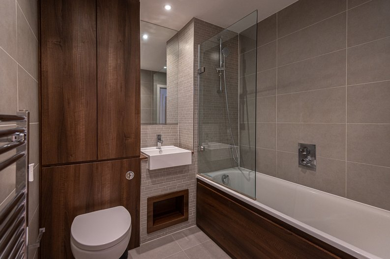 2 bedroom(s) apartment to sale in Goodchild Road, Woodbury Down, London-image 3