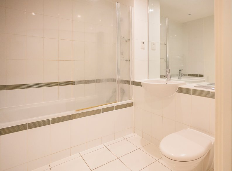2 bedroom(s) apartment to sale in Eden Grove, Islington, London-image 3