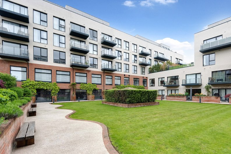 2 bedroom(s) apartment to sale in Regis Place, 10 Llanvanor Road, Childs Hill, London-image 5