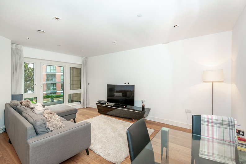 2 bedroom(s) apartment to sale in Dashwood House, Dickens Yard, Longfield Avenue, Ealing, London-image 9