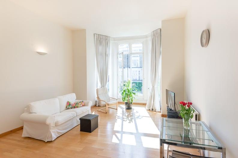 1 bedroom(s) apartment to sale in Upper Park Road, Belsize Park, London-image 4