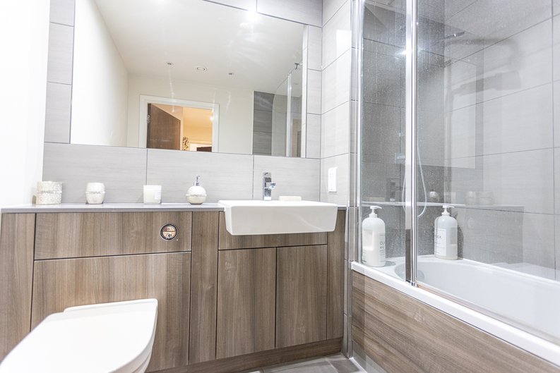 2 bedroom(s) apartment to sale in Beaufort Square, Colindale, London-image 10