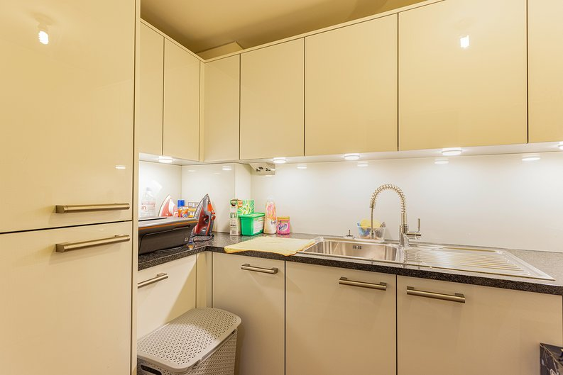 3 bedroom(s) apartment to sale in Boulevard Drive, Colindale, London-image 18
