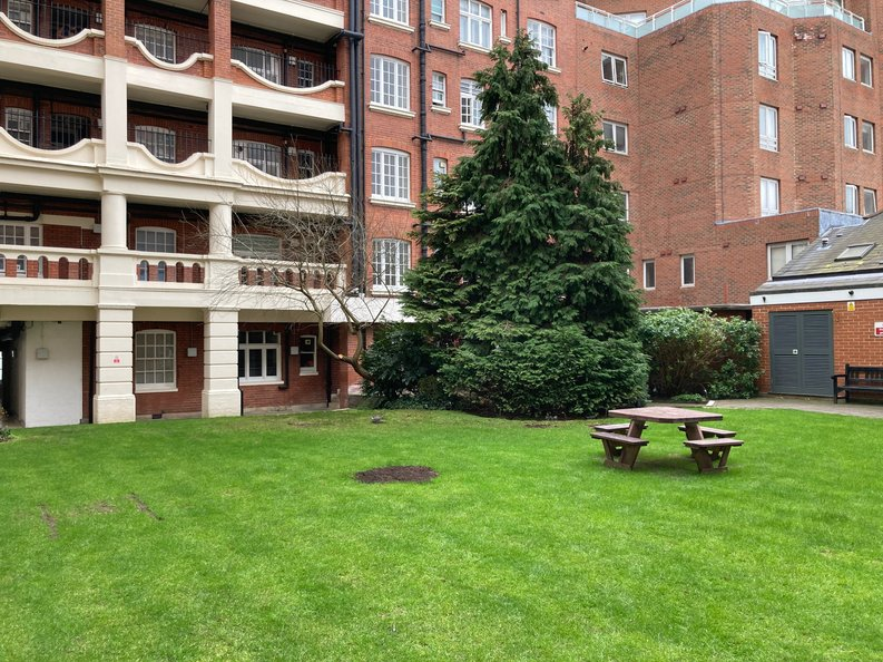 2 bedroom(s) apartment to sale in Grove End House, Grove End Road, St. John's Wood, London-image 4