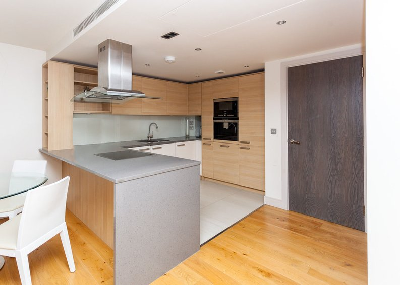 2 bedroom(s) apartment to sale in Octavia House, Townmead Road, Fulham-image 5