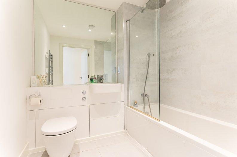 2 bedroom(s) apartment to sale in Bodiam Court, Park Royal-image 11
