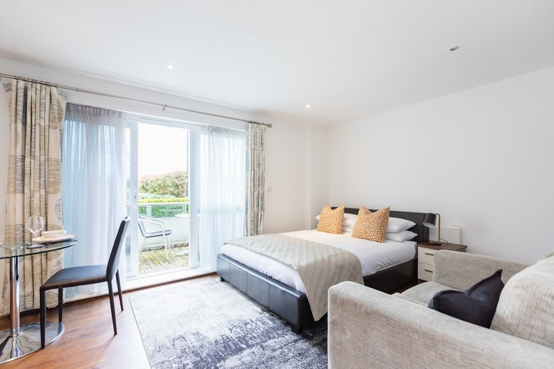 Studio apartment to sale in Napier House, Bromyard Avenue, London-image 4