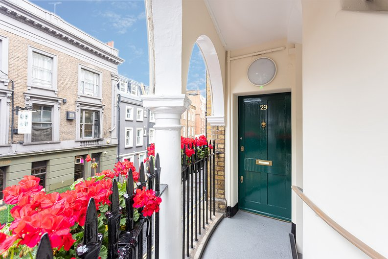 2 bedroom(s) apartment to sale in Mall Chambers, Kensington Mall, Notting Hill-image 8