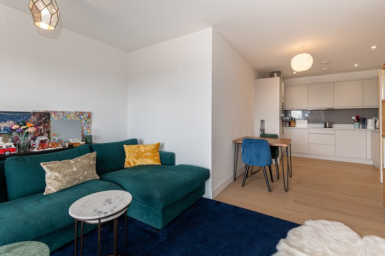 2 bedroom(s) apartment to sale in Eastern Point, Edgware Road, London-image 16