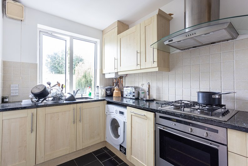 2 bedroom(s) apartment to sale in Imperial Court, Shepherds Hill, Highgate, London-image 3