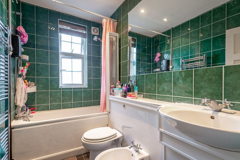 2 bedroom(s) apartment to sale in Cranleigh Street, London-image 3